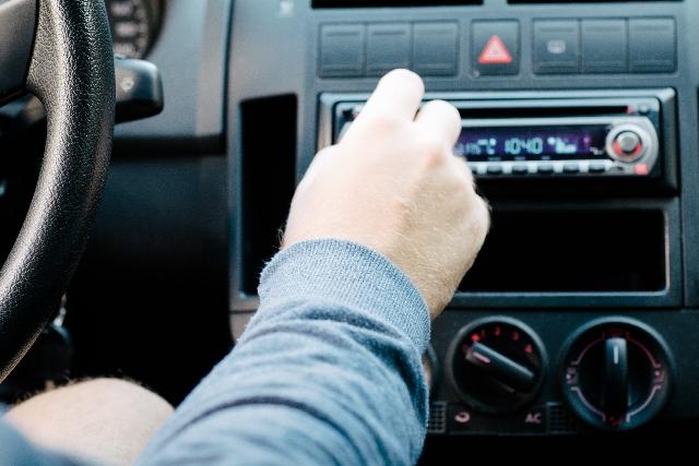 ラジオCMは、安いコストではじめられる地域密着型の広告媒体