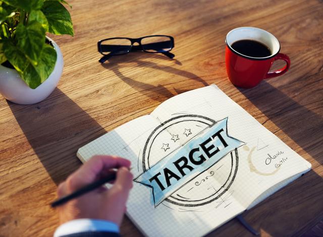 ラジオ広告とテレビ広告でユーザー獲得を図る