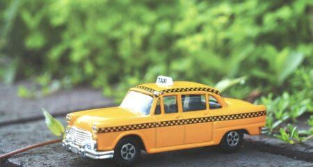 タクシーサイネージとは?タクシー広告の費用対効果が高い理由